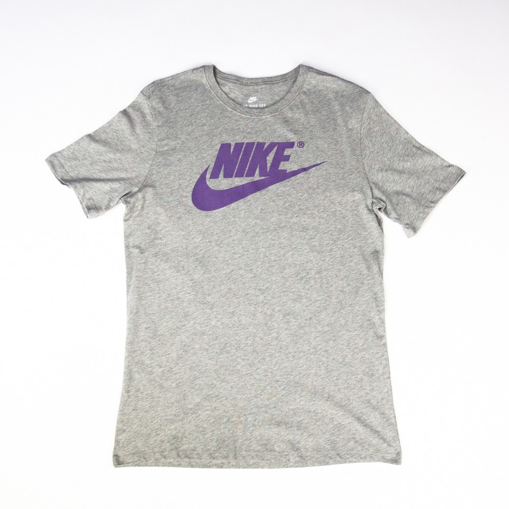 NIKE NSW Futura 3 Tee (Grey/Purple)