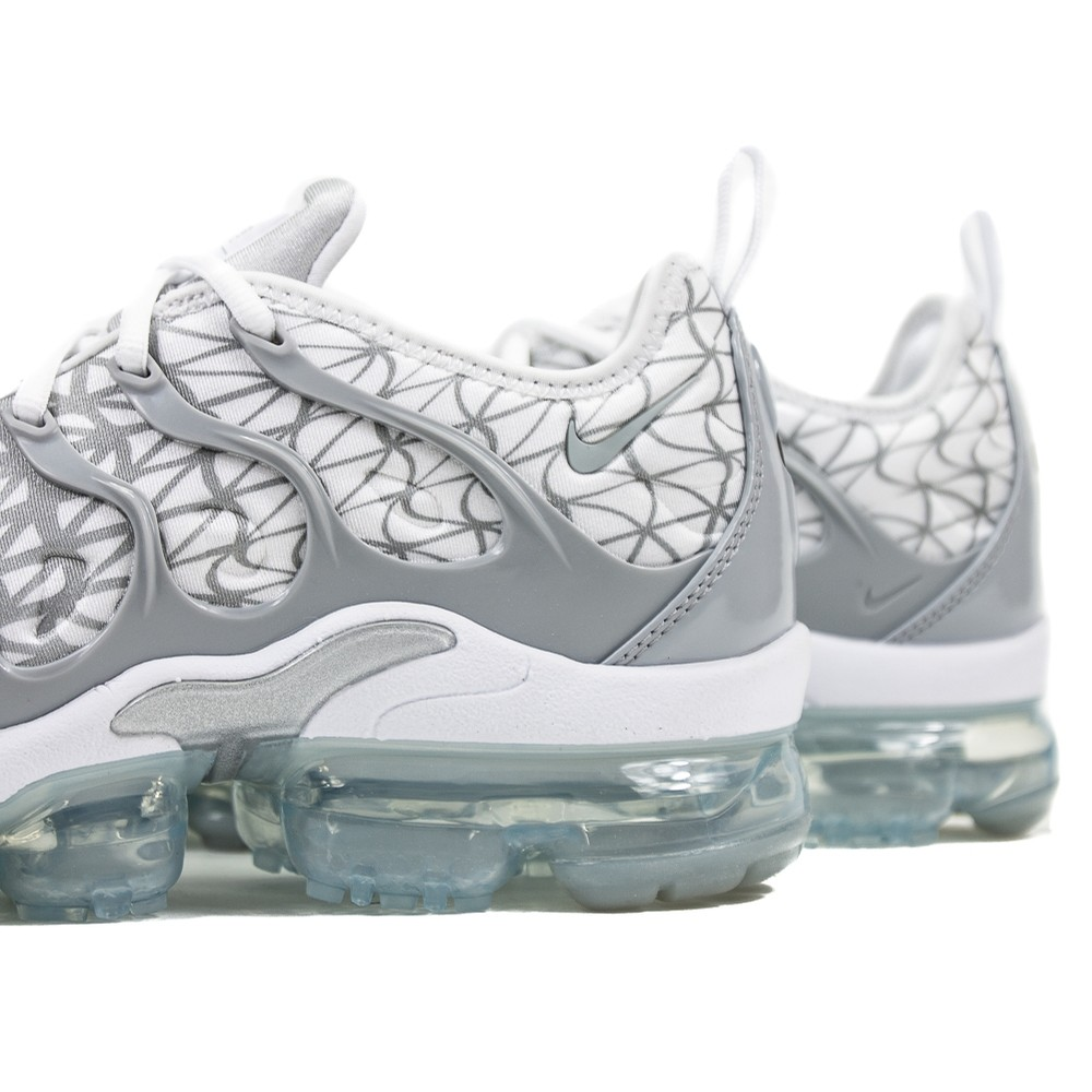 Air Vapormax Plus (White/Metallic Silver/Wolf Grey)