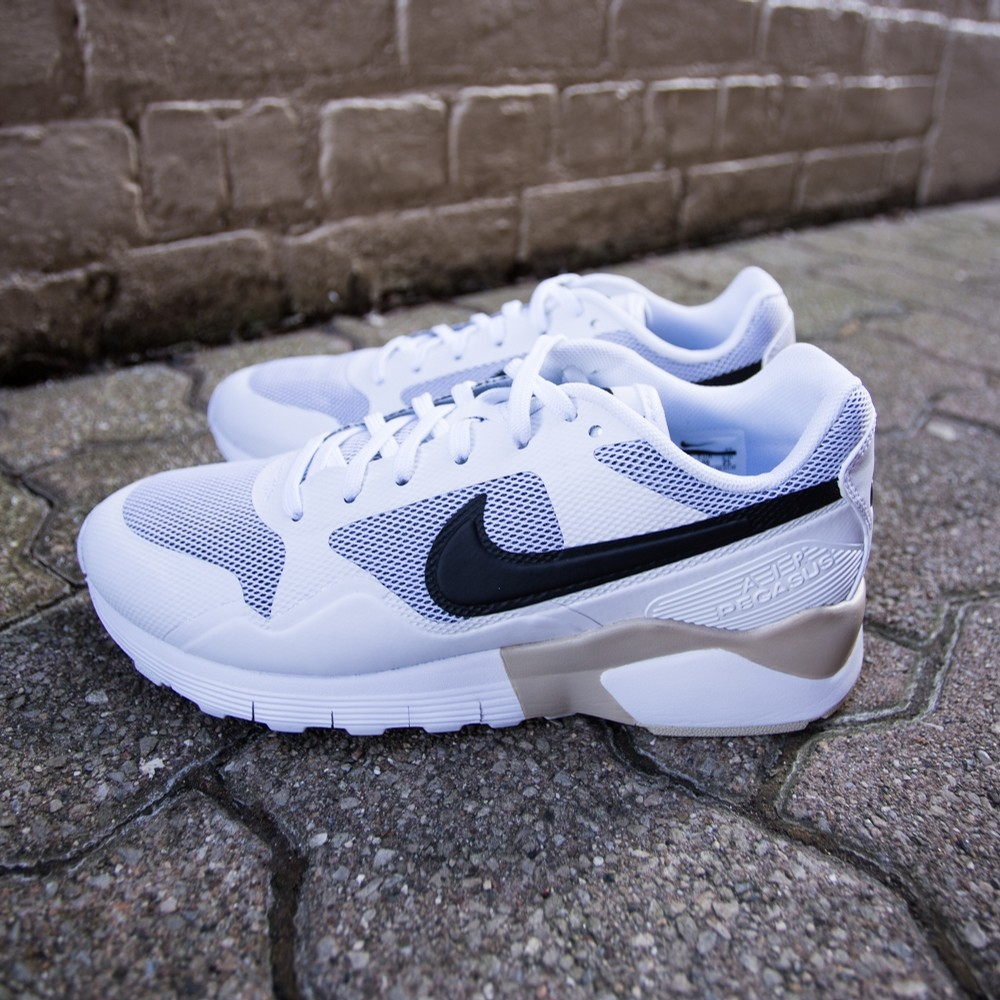 W Air Pegasus 92/16 (White/Black)